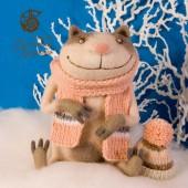 кот Клаус в розовом шарфе